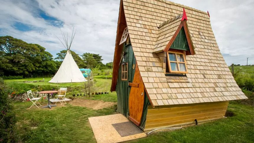 camptrekking-zJack-Sparrow-House-exterior-Cornwall-UK